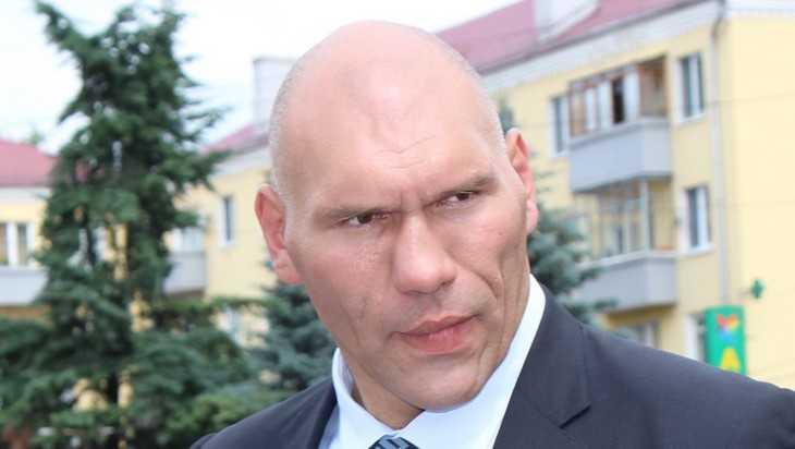 Депутат Валуев помог жительнице Карачева бесплатно получить тонометр