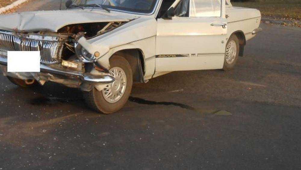 В Клинцах столкнулись «Волга» и УАЗ – пострадала пассажирка легковушки