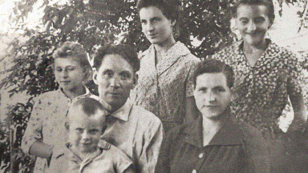 Брянский губернатор показал в День учителя фото родителей-педагогов