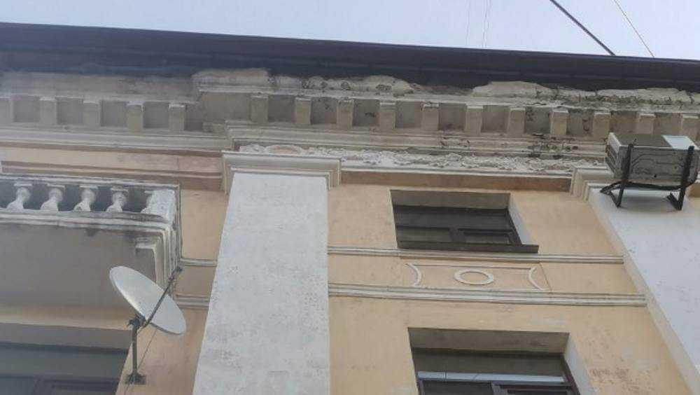 Брянских новобрачных предостерегли от камнепаде с крыши загса