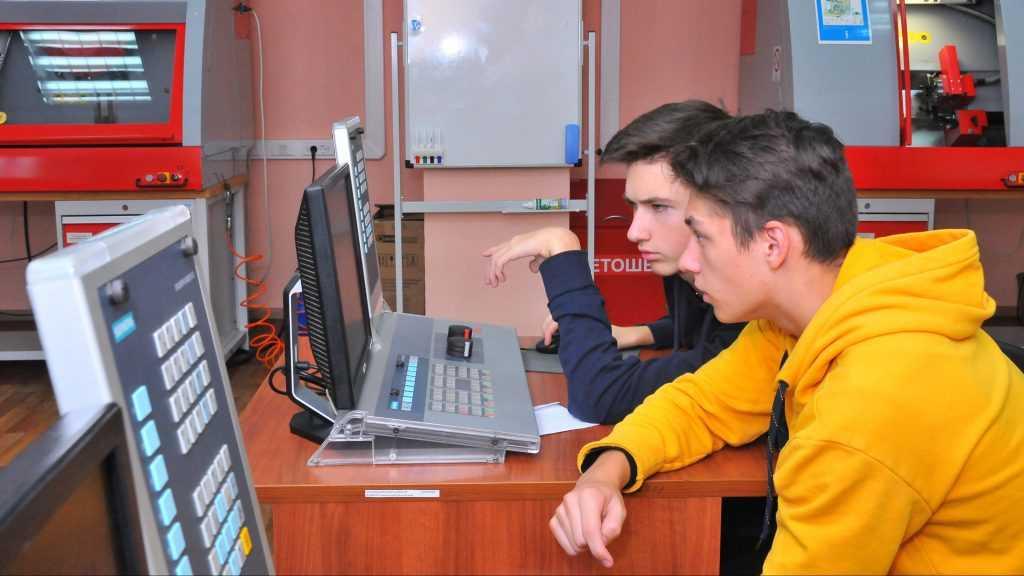 БМЗ помогает школьникам определиться с профессией