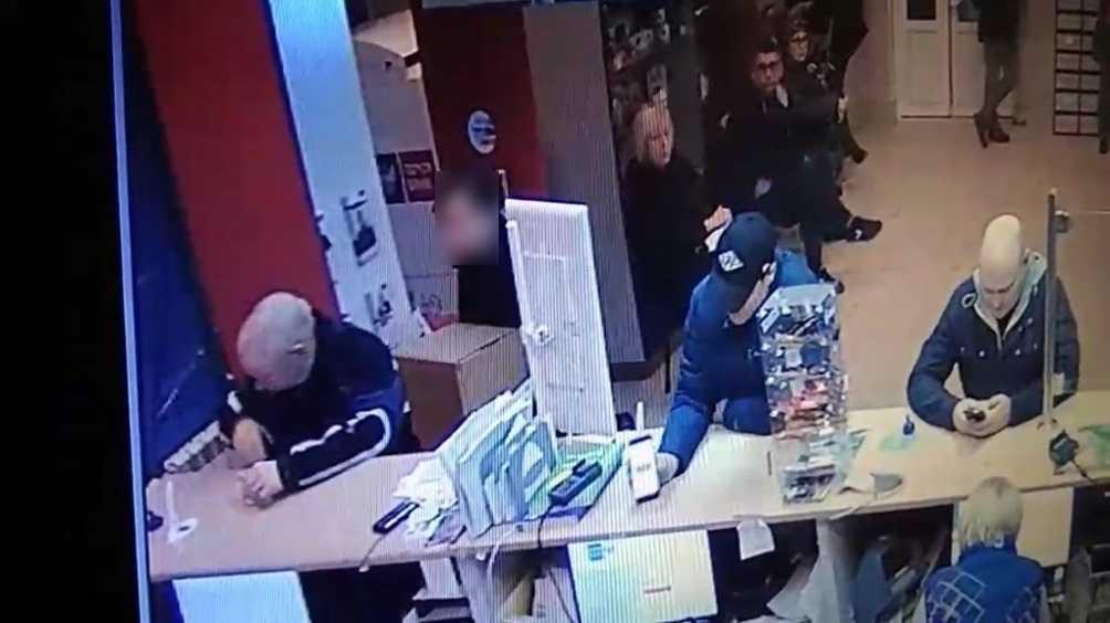 Жителю Брянска 15-летний мошенник вместо двигателя продал камень