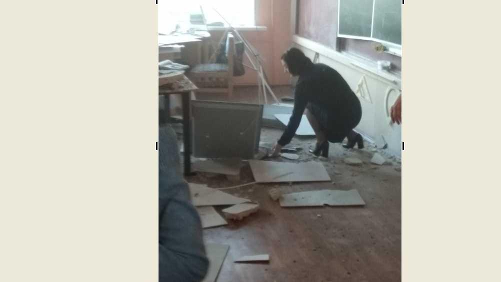 В Брянске назвали причину обрушения потолка в школе № 33