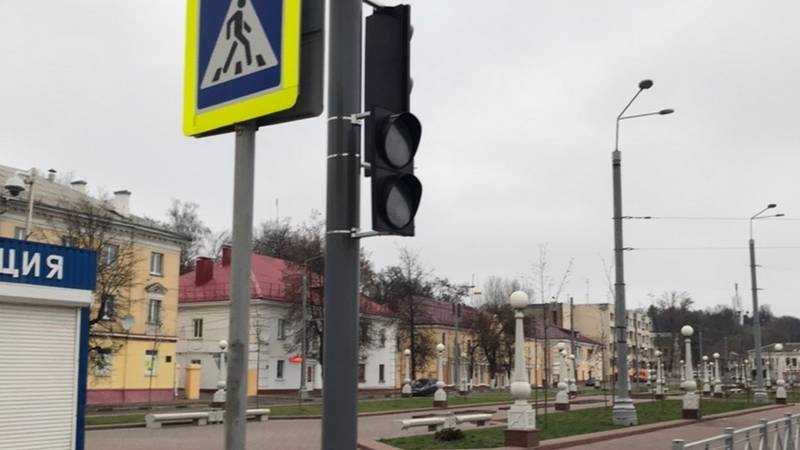В Брянске на набережной установили новый светофор
