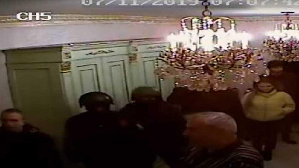 Брянский бизнесмен Коломейцев опубликовал видео обыска в своем доме