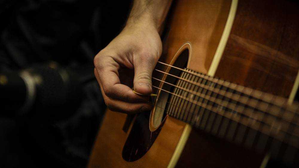 Брянцев до слез растрогало пение молодежи под гитару в маршрутке