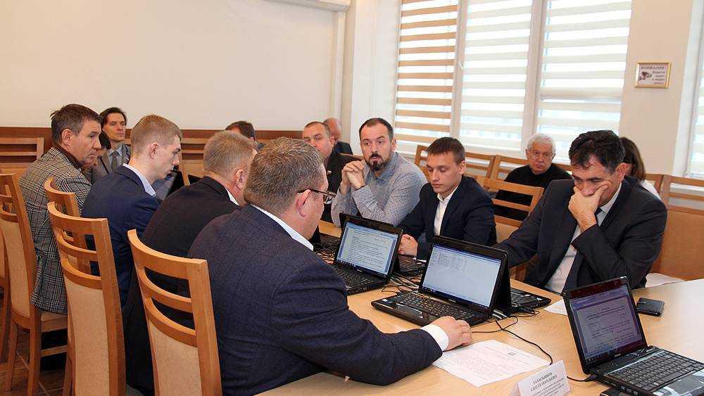 Брянские депутаты решили отдать многодетным 64 гектара земли
