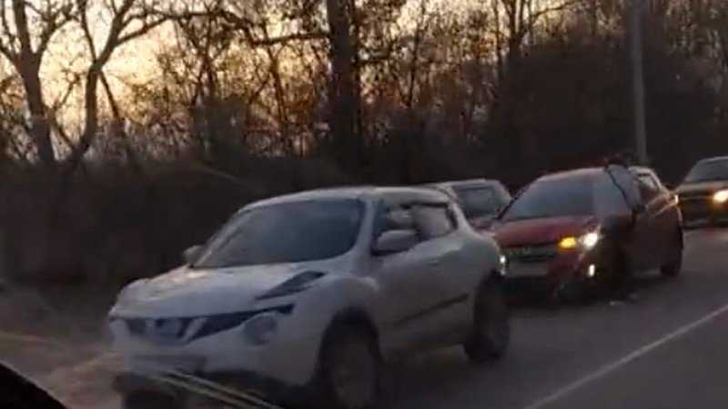 В Брянске сняли видео очередной аварии на Речной