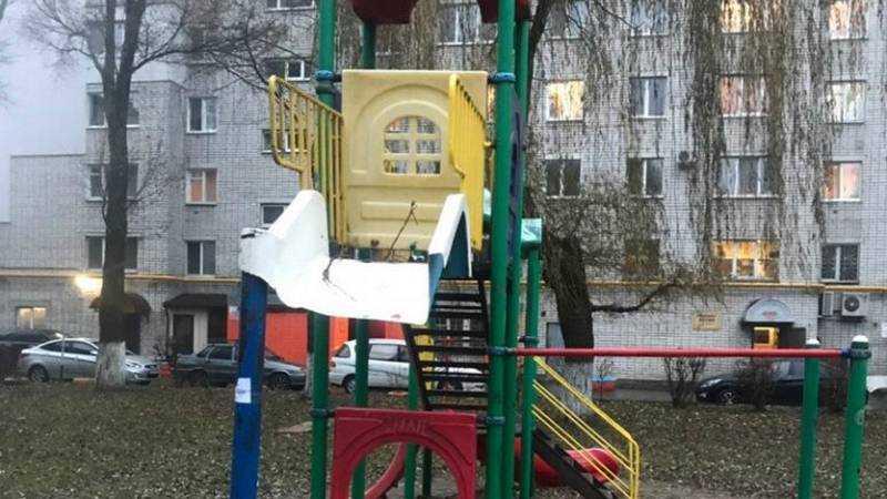 В Брянске с детской площадки на Авиационной пропала горка