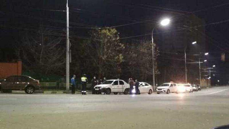 В Брянске неадекватный пассажир напал на водителя такси