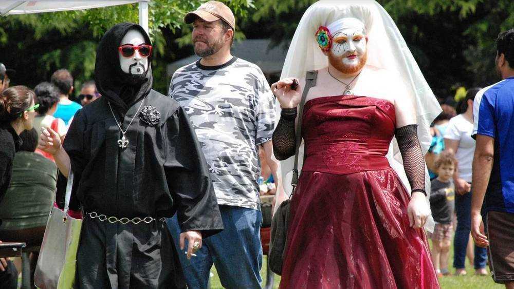 Жителям брянской глубинки навязали опрос об однополых отношениях