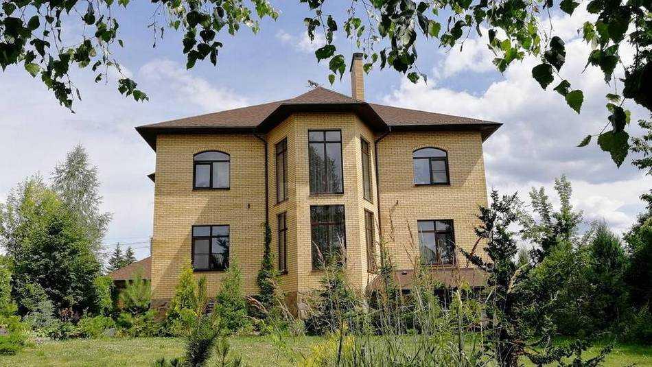 В Брянске 42 миллиона просят за «идеальную резиденцию вашей мечты»