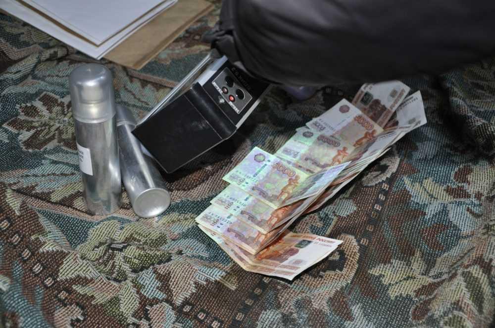СК опубликовал фото задержания за взятку брянского чиновника