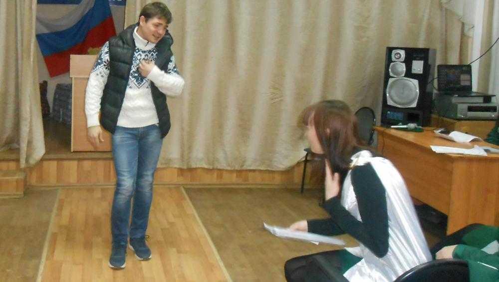 Ведущий актер Брянского драмтеатра провел для зэков мастер-класс