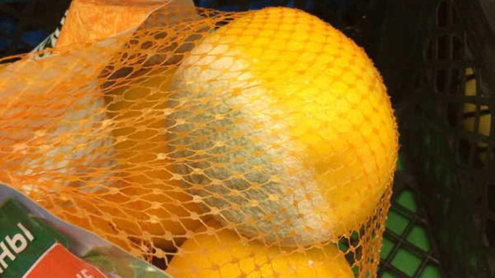 Жителей Брянска поразили апельсины с плесенью из магазина