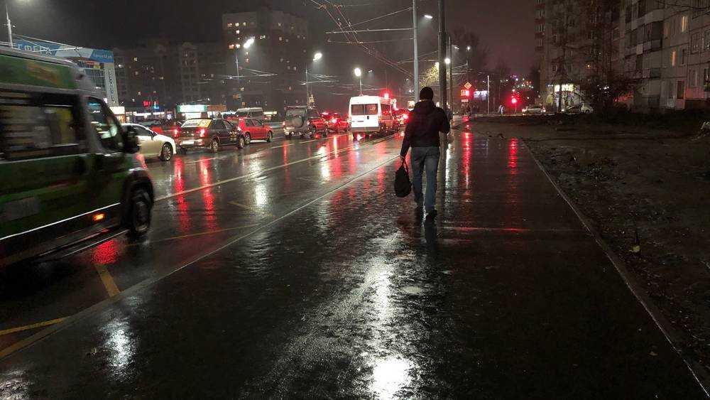 В Брянске построили половину тротуаров на Авиационной улице