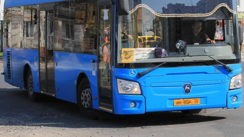 В Брянске пенсионерка получила травму позвоночника в автобусе