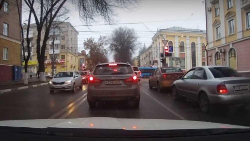 В Брянске сняли видео об агрессивном водителе автомобиля