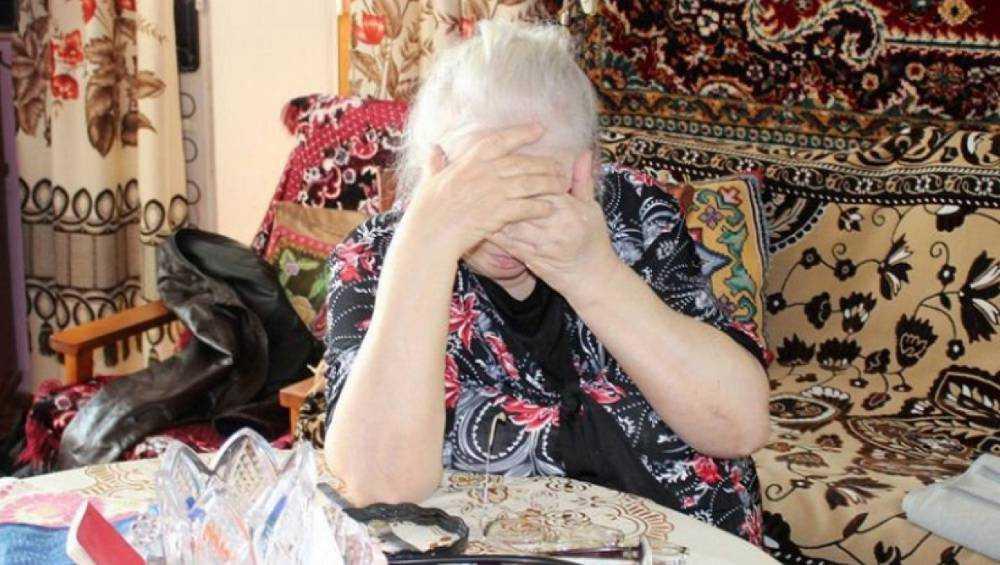 В Клинцах у пенсионерки украли из тайника в шкафу 100 тысяч рублей