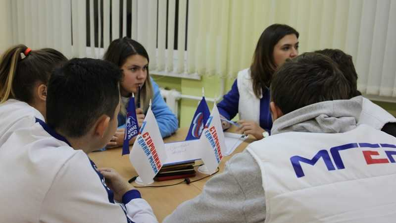 В Брянске сторонники «Единой России» провели интеллектуальную игру «РосКвиз»