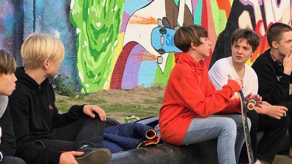 Майский парк осенью подарил жителям Брянска весеннее настроение