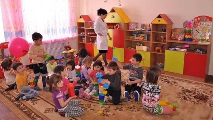 В детсадах Брянска дежурные группы продолжат работу после 12 мая