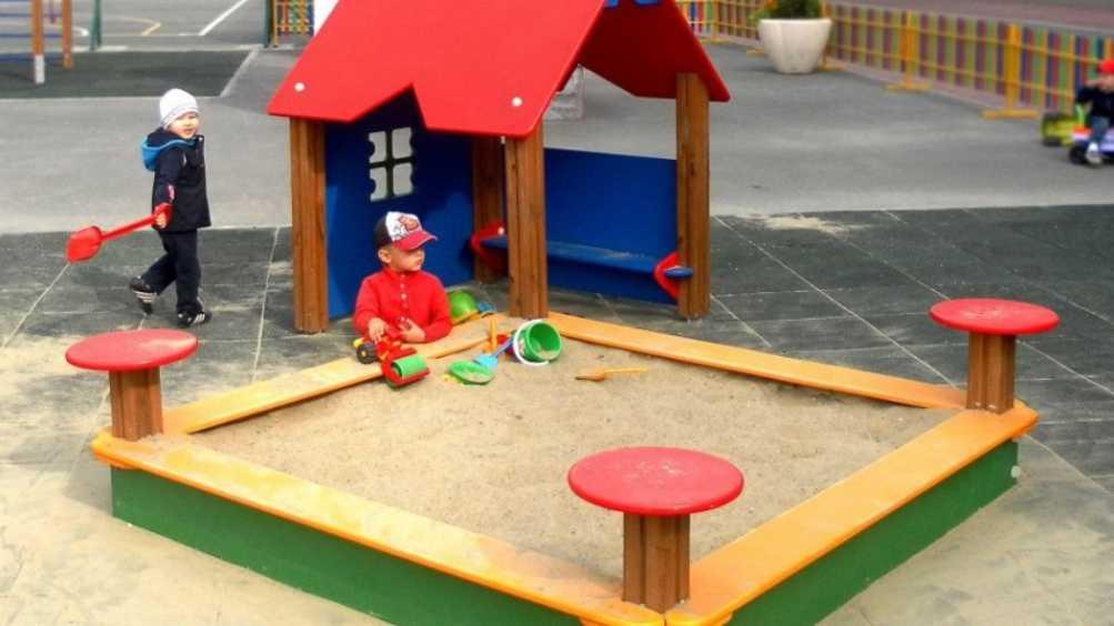 В Новых Дарковичах детскую площадку признали опасной для жизни