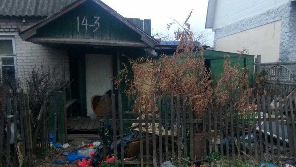 Брянцев в заброшенном доме на Стахановской шокировала свалка