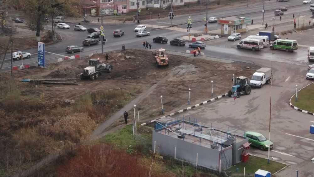 В Брянске строители на Авиационной улице разворотили дорогу к дому