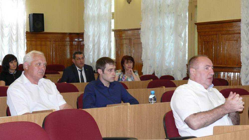 Глава фирмы «Комфорт» Драников сложит полномочия депутата думы