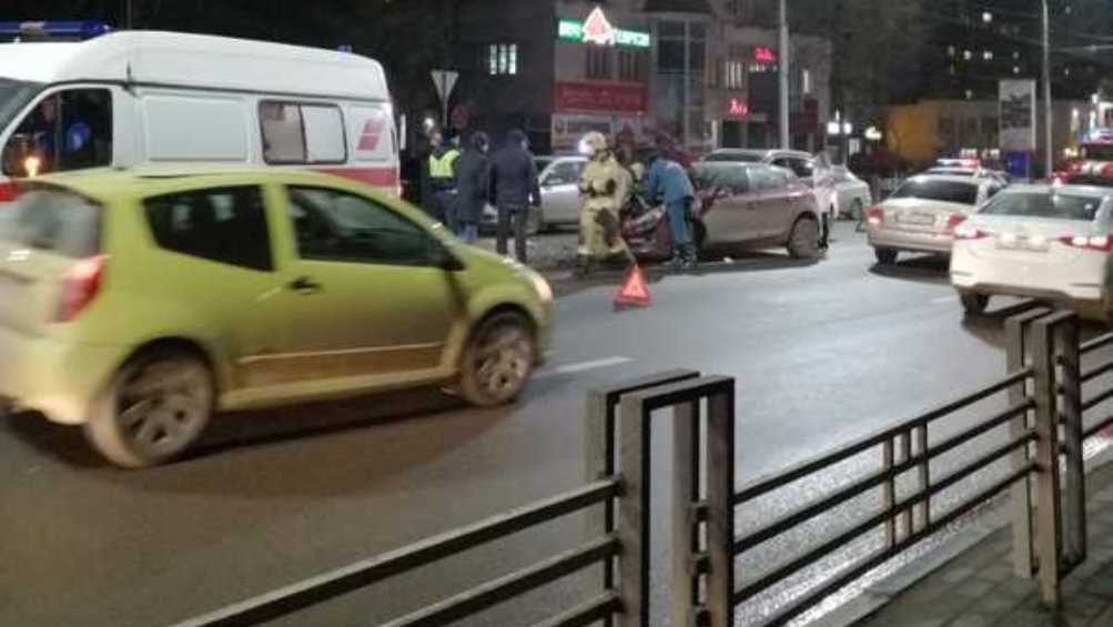 В Брянске девушка пострадала в ДТП возле гостиницы «Турист»