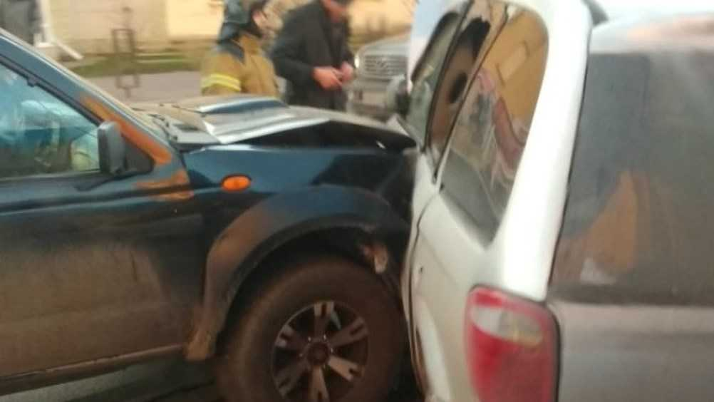В Брянске при столкновении 3 легковушек пострадал человек
