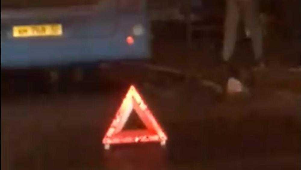 В Брянске на остановке возле автобуса упал пьяный мужчина