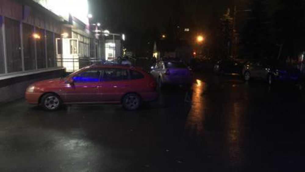 В Брянске автомобилистка в поисках парковки наехала на пешехода