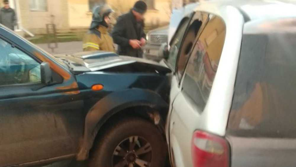 В тройном ДТП на улице Дуки в Брянске травмировался водитель-пенсионер