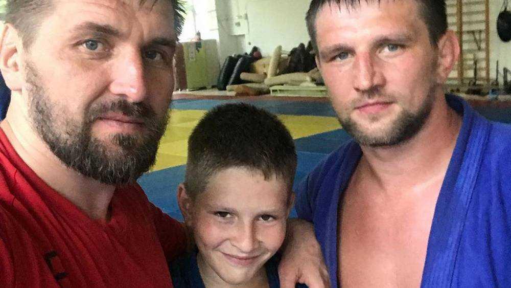 Брянский боец Виталий Минаков стал ходить на тренировки с сыном
