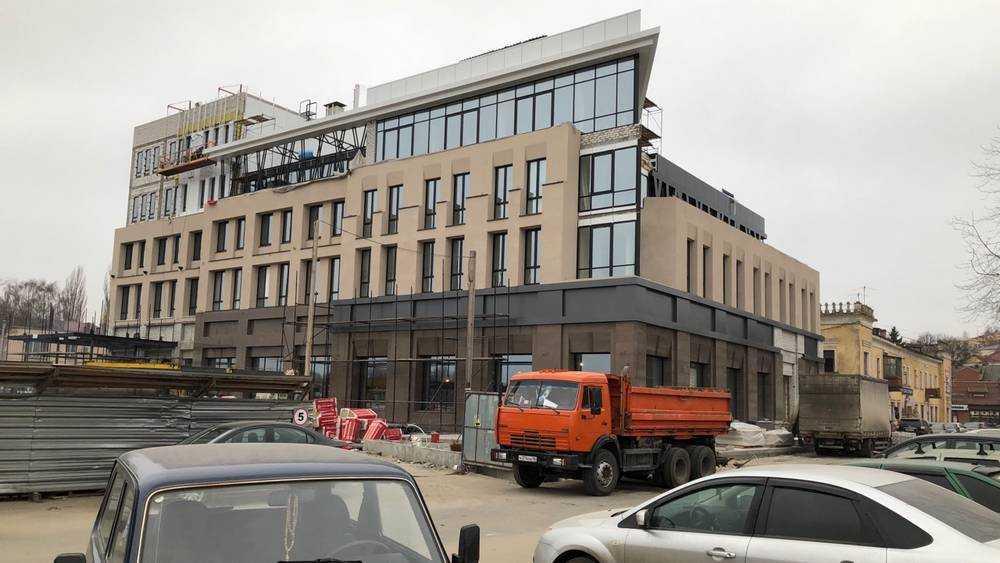 Новая гостиница с необычным фасадом украсила набережную Брянска