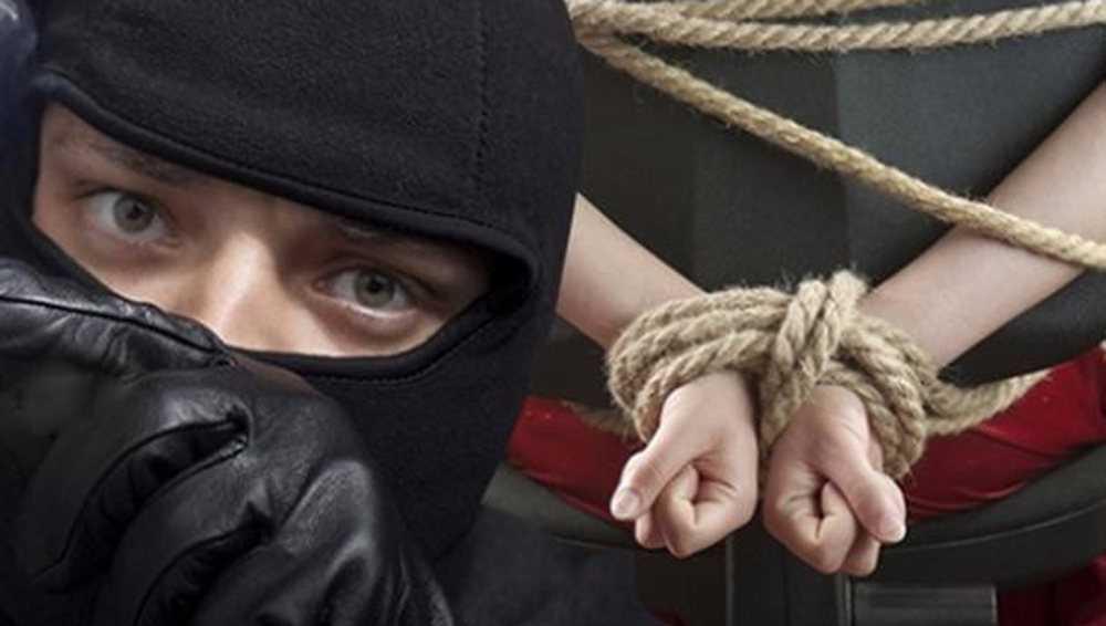 В дом жительницы Клетни ночью залез грабитель и забрал 400 долларов