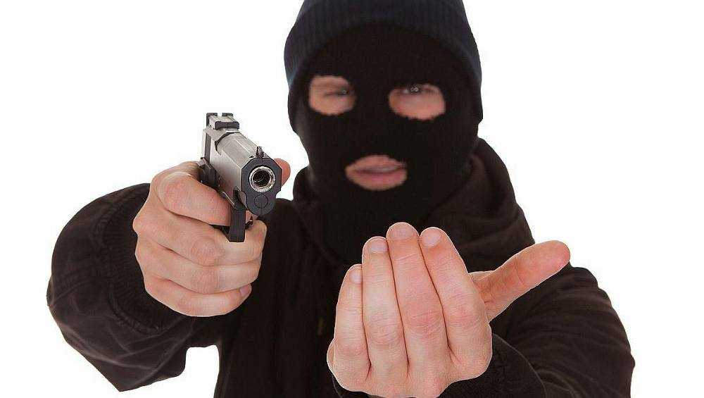 Брянец в маске ограбил несколько смоленских и подмосковных магазинов