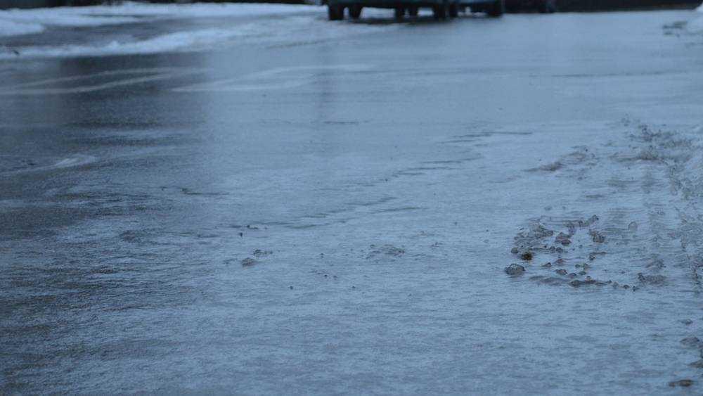 Дорогу в Брянске на въезде в Бежицу затопило водой