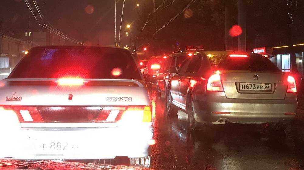 Жители Брянска испортили себе вечер из-за огромных пробок