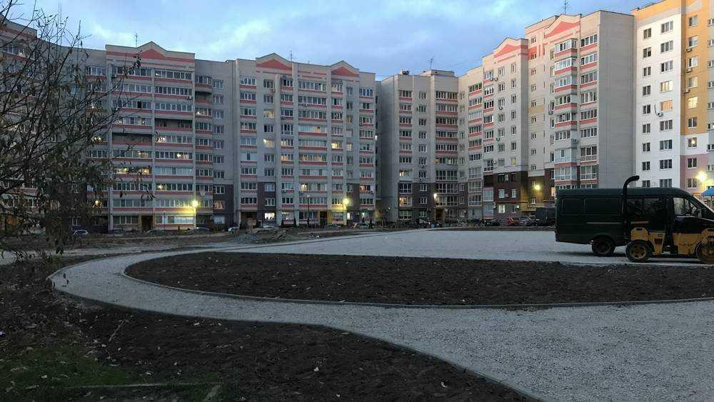В Брянске начали строить сквер на улице Романа Брянского