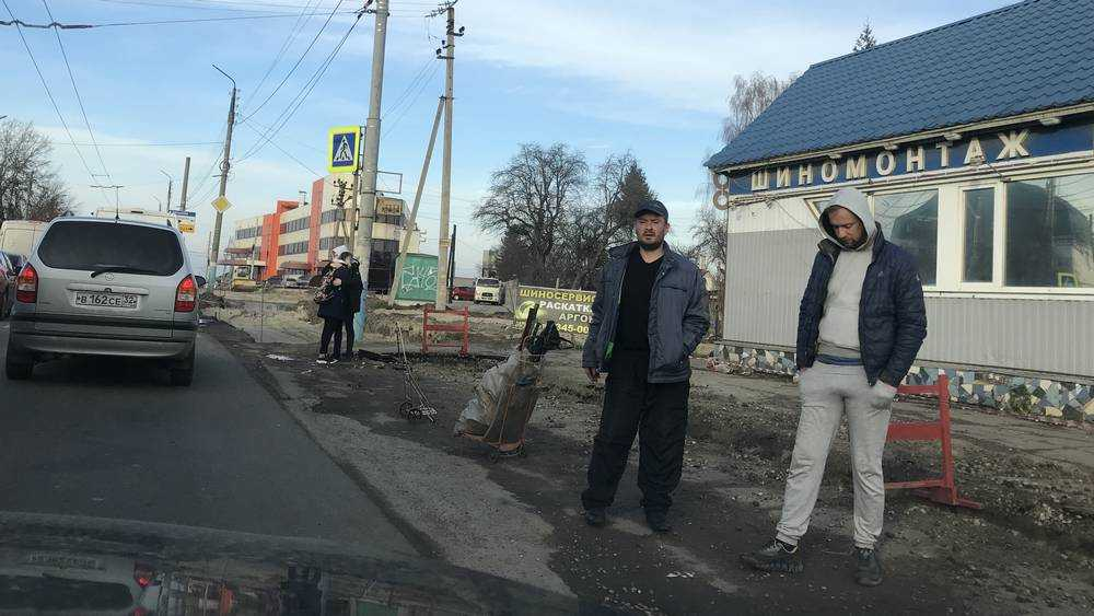 В Брянске шиномонтаж стал препятствием для расширения дороги