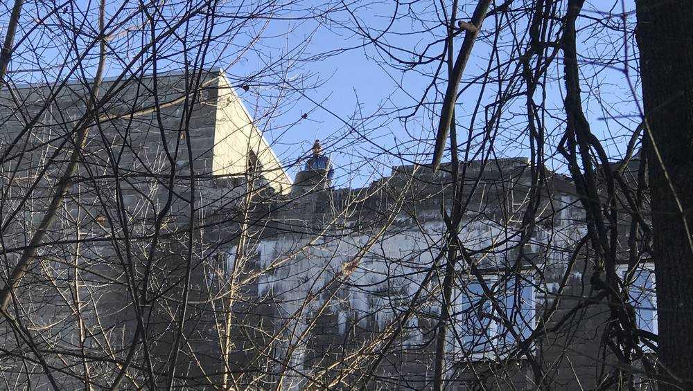 В Брянске стали разбирать самое загадочное здание парка «Соловьи»