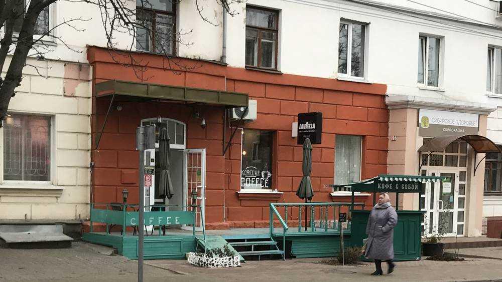 В Брянске владельцы кафе вторглись в архитектуру с новым курьезом