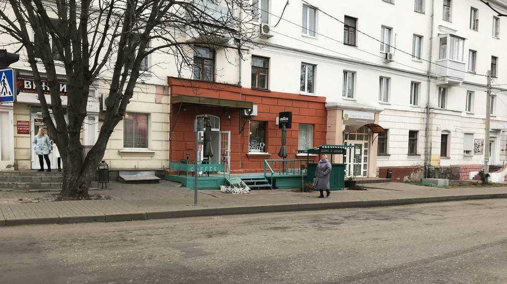 В Брянске владельцы кафе сменили один архитектурный курьез другим