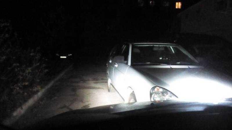 Жители Брянска проучили автомобилиста за перекрытие проезда