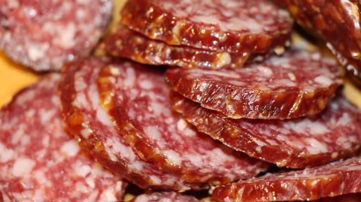 Жителей Брянска рассмешили «открытием» усыхания колбасы в магазине