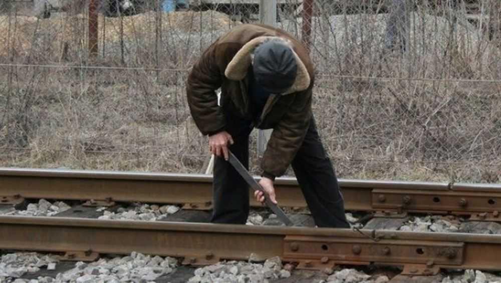 Железную дорогу к Лопандинскому заводу воры разобрали на лом