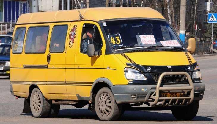 В Брянске маршрутчики попались на нарушениях интервала движения